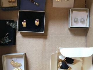 8 pairs earrings