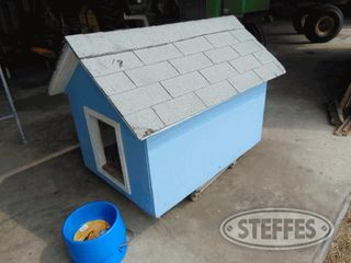 Insulated-dog-house-_1.jpg