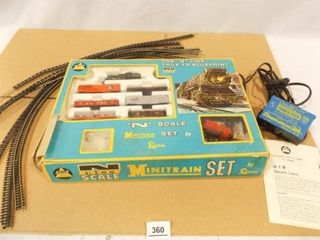 AHM N Gauge Mini Train Set  Power Pack