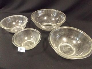 Pyrex 4 Glass Bowl Set   used condition
