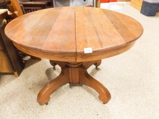 Round 42  Wood Table  Pedestal Base  2 leaves