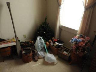 Miscellaneous housewares lot: Christmas tree