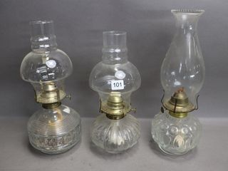 3 GlASS OIl lAMPS WITH CHIMNEY   12 H