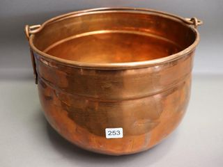 COPPER KETTlE WITH HANDlE   12  DIAMETER