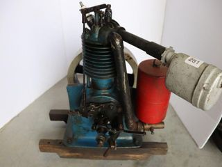 OlD GAS ENGINE WITH OIlER