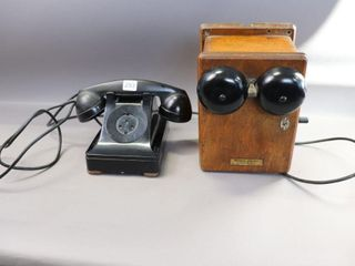 WESTERN ElECTRIC TElEPHONE BOX WITH HANDSET