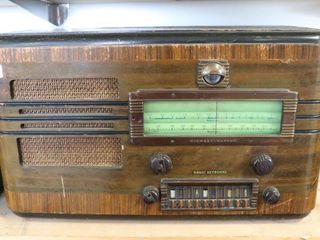 STEWART WARNER MODEl R422 TABlE TOP RADIO