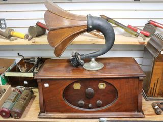 ROGERS BATTERYlESS AC ANTIQUE RADIO AND AMPlION