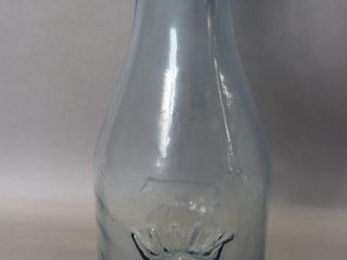 GlASS 1890 MIlK BOTTlE   18 H