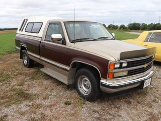 1988 CHEVROlET 1500 2WD PICKUP WITH TOPPER