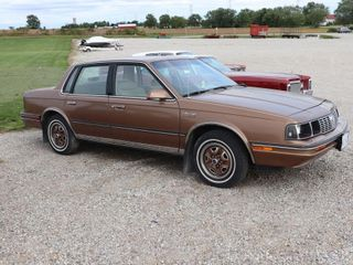 1986 OlDSMOBIlE CUTlASS SIERRA 4 DOOR