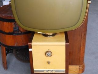 PHIlCO 23  ANTIQUE TElEVISION W  WOODEN CABINET