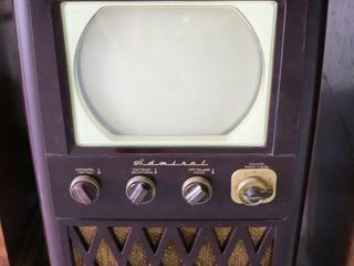 ADMIRAl MODEl 24A12X ANTIQUE TElEVISION
