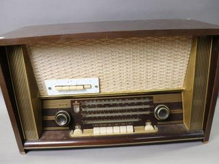 KAISER MODEl W649 TABlE TOP RADIO 25 X15