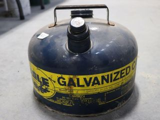 EAGlE 2 1 2 GAllON GAS CAN