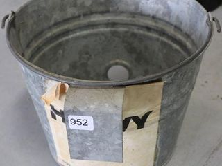 8 QT GAlVANIZED CAlF FEEDING PAIl