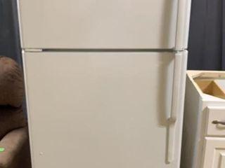 G E Refrigerator Model #gts18icsxrww Untested 30x