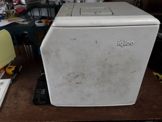 Igloo Cooler/Mini Refrigerator Combo 12 Volt Or 110