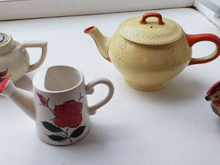 Vintage Tea Pots and Kitchen Items