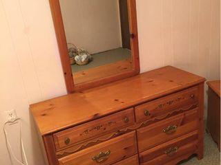 Broyhill 6 Drawer Dresser w stencil design   Matching Mirror