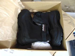 Frogg Toggs   Mens Size 8