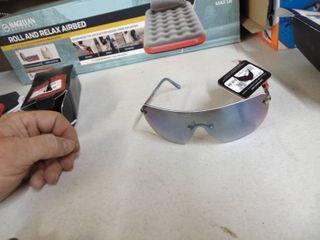 Foster Grant Max Block Sunglasses   Screw need tightened
