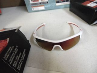 Under Armour Sunglasses   Small   Frame repaired