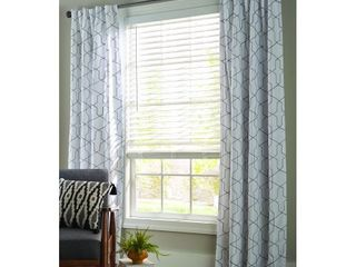 Better Homes and Garden 2  Faux Wood Cordless Blind  White 30X48