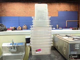 Cambro And Rubbermaid Plastic Food Containers