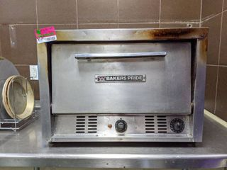 Bakers Pride Pizza Oven P-22 And Pizza Pans