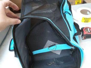 PPOGOO pet traveling case in blue
