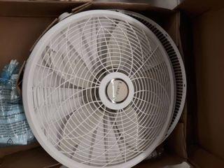 lasko 18  Pedestal Fan White  model 1820