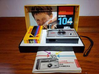 KODAK Instamatic 104 Camera  Color Outfit