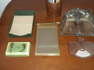 lot of Six Miscellaneous Vintage Desk Supplies  Including Memo Pads  Seahorse Paperweight  Calender  Change Holder