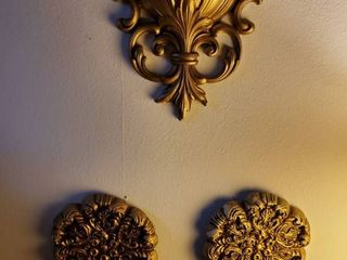 lot of 3 Hanginf Wall Decor Pieces  Plastic