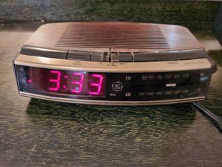 GE Alarm Clock Radio   Tested and Working