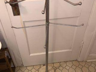 Mid Century Adjustable Towel Rack location Bathroom
