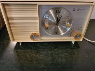 Sears Silverstone Clock radio  Tested and Working