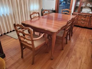 Formal Dinning Table w 6 Chairs