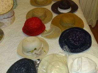 lot Of Women s Wicker Style Hats