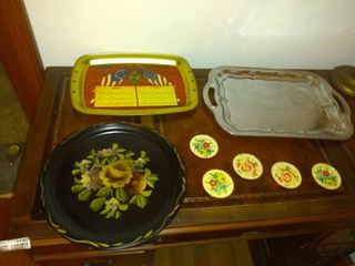 lot Of 3Trays And 5 Coasters