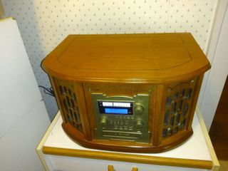 Multi Function Retro Style Radio  Record Player  Tape Player  CD Player Not Working