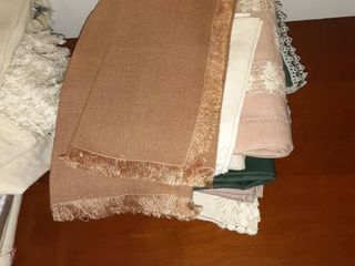 lot of Miscellaneous Cloth Napkins and Table Clothes