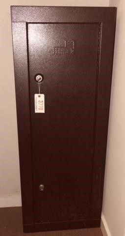 Lot #3770 -Homax Locking 7 gun safe/cabinet