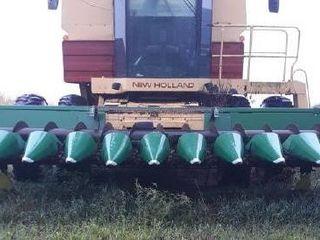 John Deere: 12R20 corn head w/NH adapter