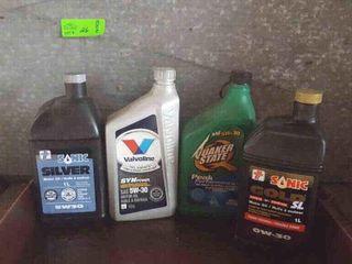4 part bottles of oil. 3 5w30. 1 is 0w30