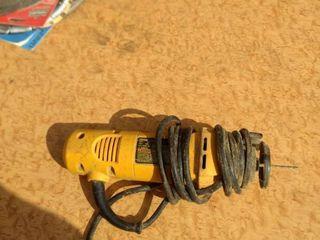 working DeWalt dw660 cut out tool