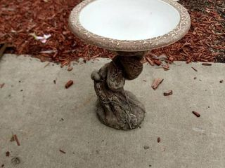 bird bath concrete bottom with replacement top made of plastic