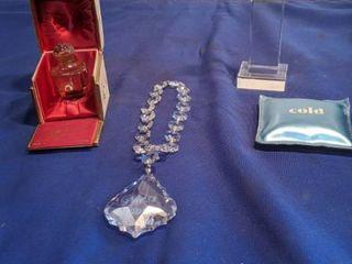 Crystal number one paperweight Crystal guest room door tassel and Belle de muit fzagonazd