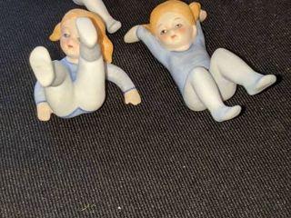 4 Acrobat s figurines